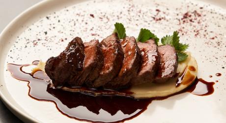 Filet mignon de porc à la sauce vin rouge